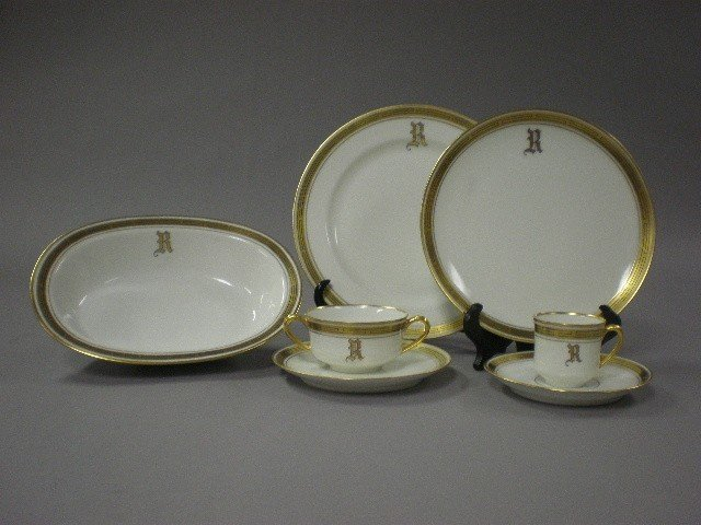 1P: A HAVILAND PICKARD DINNER SERVICE