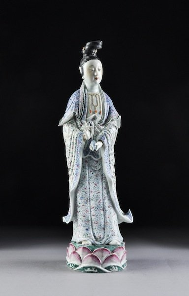 317: A CHINESE FAMILLE ROSE PORCELAIN FIGURE OF GUANYIN