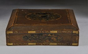 318: AN UNUSUAL JAPANESE PARCEL GILT AND POLYCHROME PAI