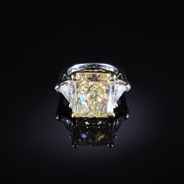 650: A PLATINUM, 20K YELLOW GOLD, AND FANCY YELLOW DIAM