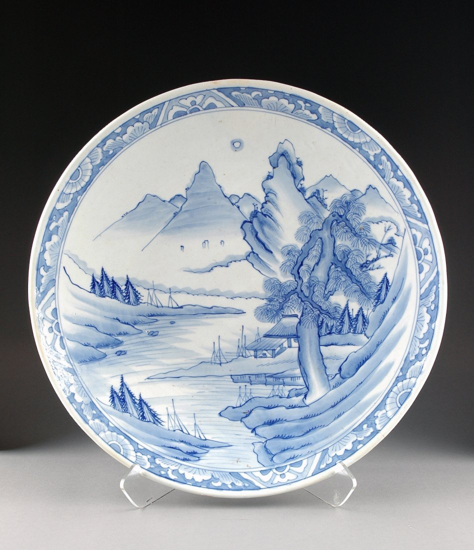 14:  A LARGE JAPANESE MEIJI PERIOD ARITA BLUE AND WHITE