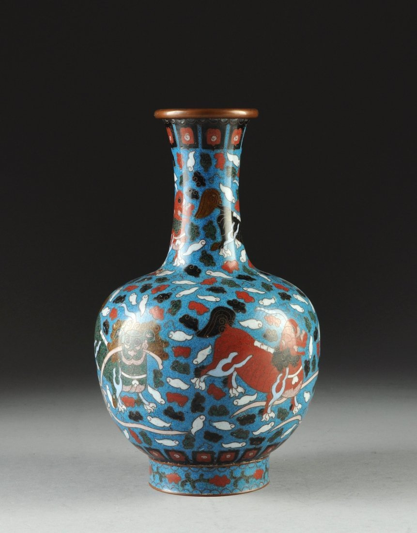 AN ANTIQUE CHINESE CLOISONNÉ VASE, LATE 19TH/EARLY 20TH