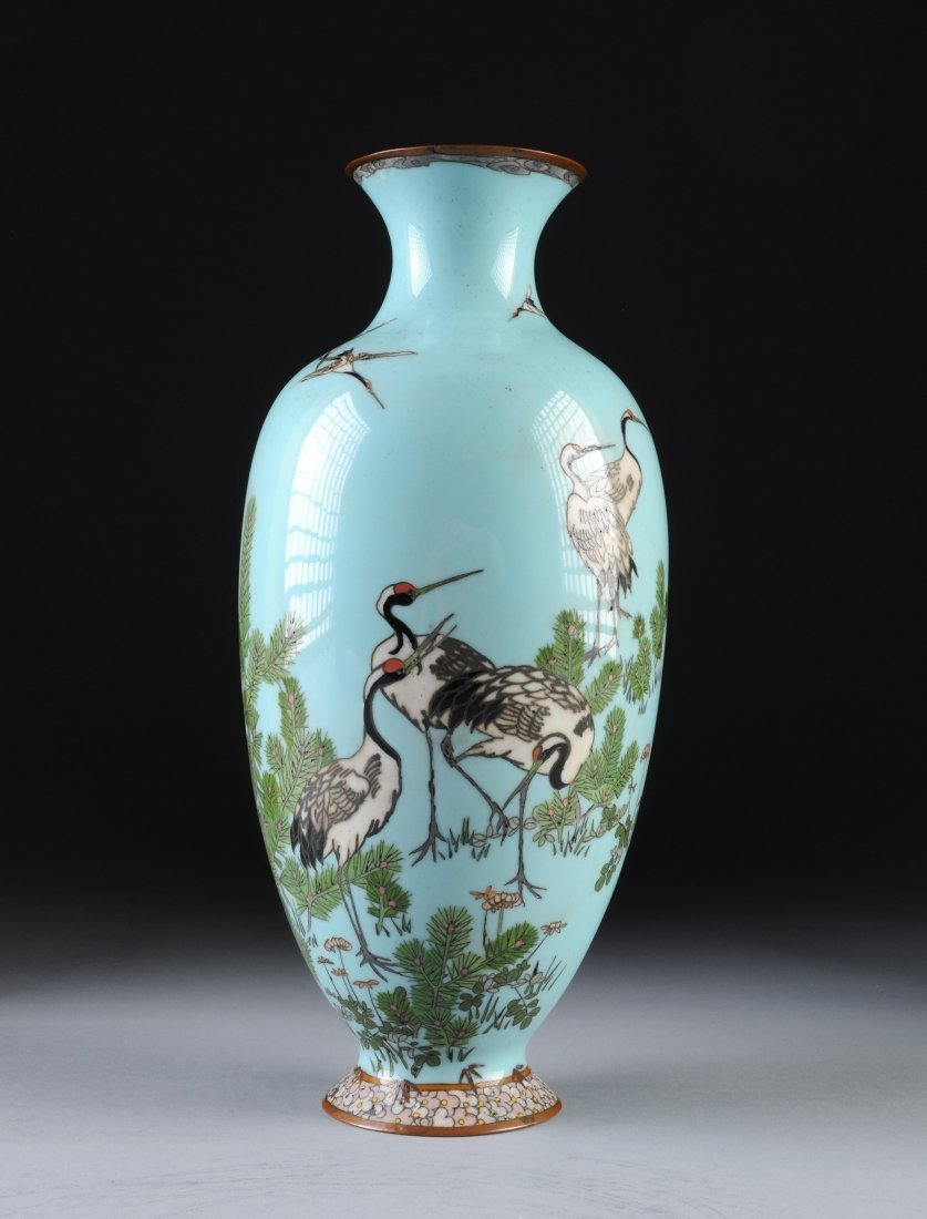 A JAPANESE CLOISONNÉ VASE, EARLY 20TH CENTURY, depictin