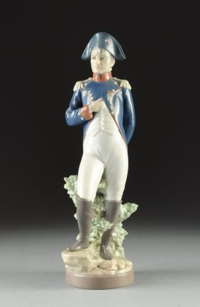A LLADRO FIGURINE OF NAPOLEON BONAPARTE, SIGNED AND NUM