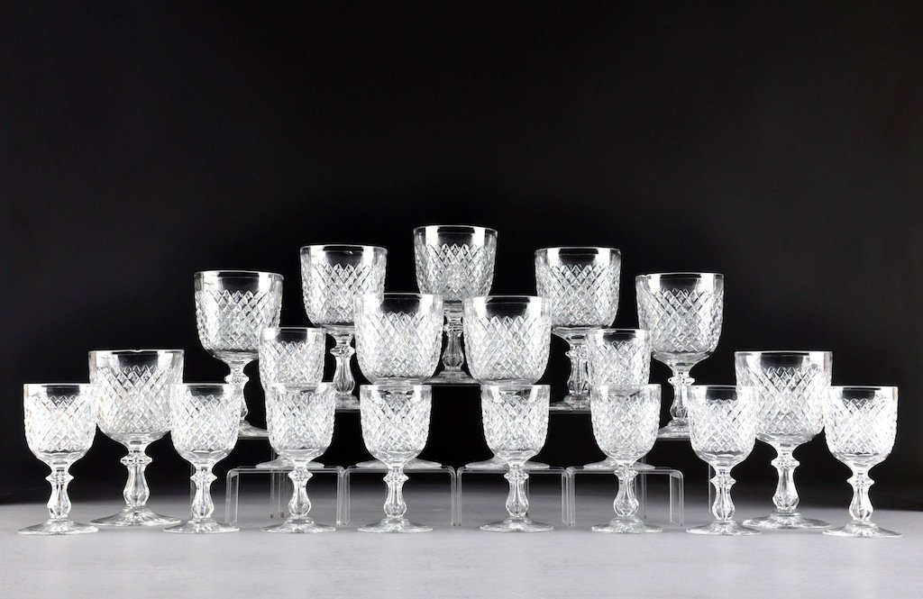 A SET OF NINETEEN AMERICAN CUT CRYSTAL HOBNAIL WATER AN