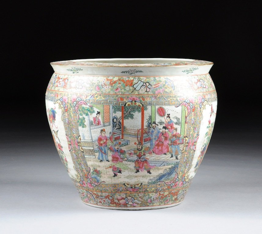 A LARGE CHINESE EXPORT PARCEL GILT AND POLYCHROME ENAME