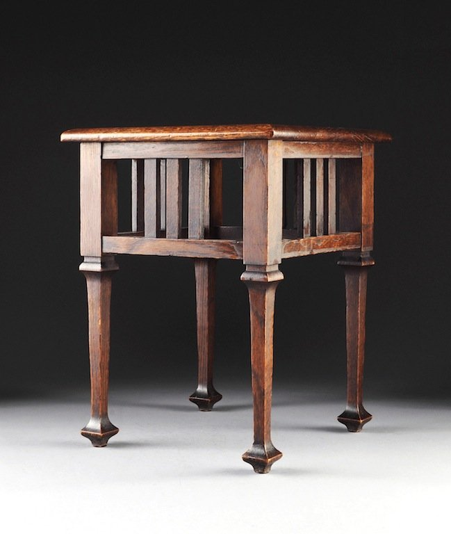 A DIMINUTIVE ARTS AND CRAFTS CARVED OAK SIDE TABLE, EAR