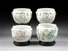 A GROUP OF FOUR VINTAGE CHINESE FAMILLE ROSE PORCELAIN
