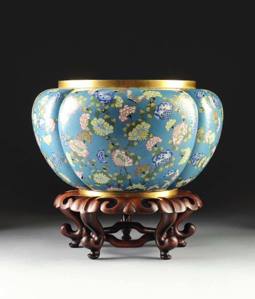 A LARGE VINTAGE CHINESE POLYCHROME ENAMELED CLOISONNÉ J