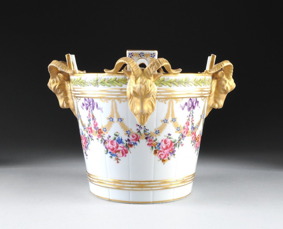 A SÈVRES STYLE PARCEL GILT AND POLYCHROME PAINTED PORCE