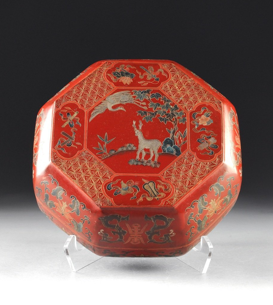 A CHINESE HAND PAINTED RED LACQUER BOX, 19TH CENTURY, t
