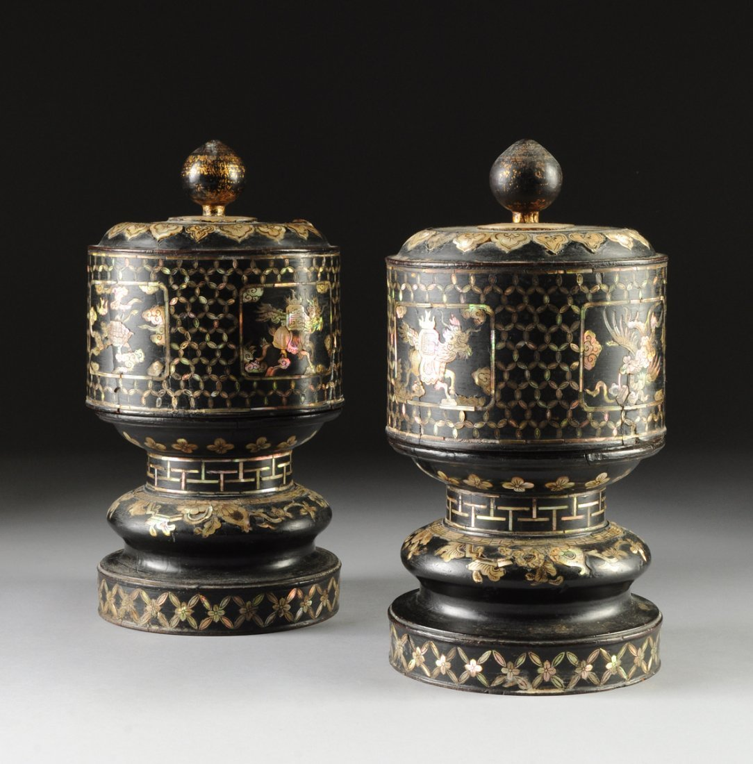A PAIR OF ANTIQUE SINO-JAPANESE ENGRAVED