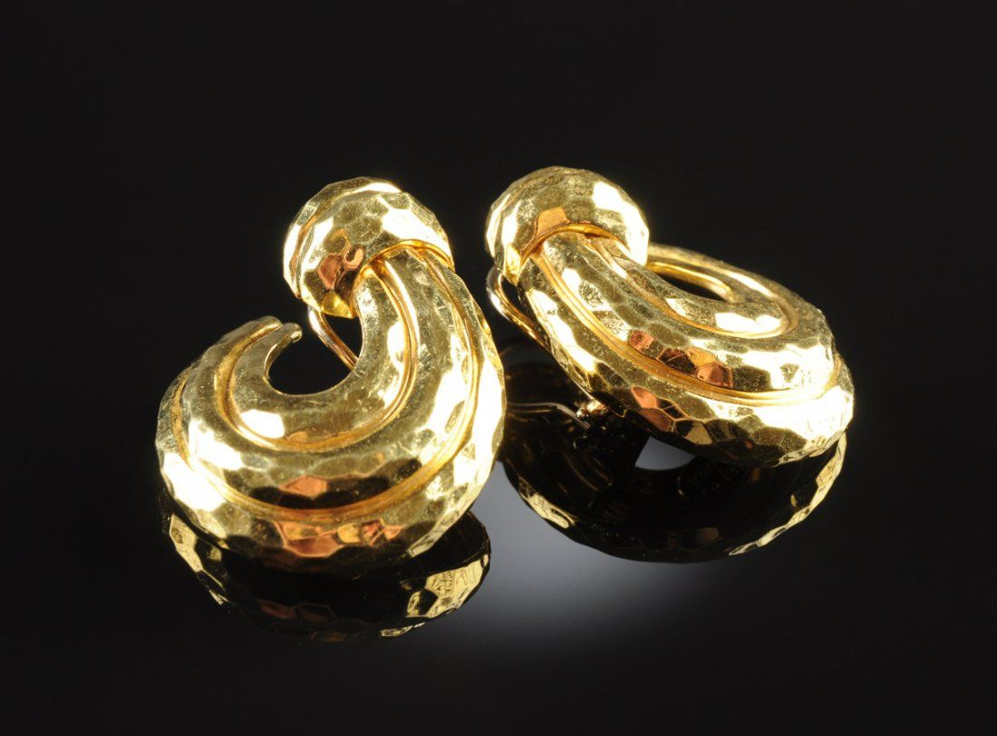 A PAIR OF HENRY DUNAY 18K GOLD LADY'S EARRINGS,