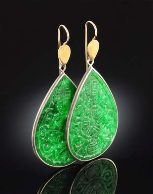 A PAIR OF TWO TONE PEAR SHAPE JADEITE LADY'S EARRINGS,