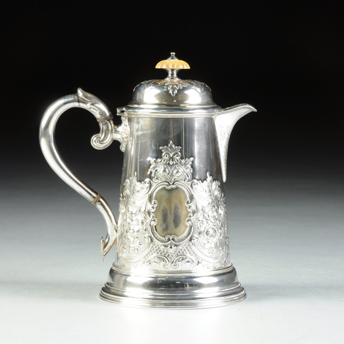 A VICTORIAN SILVER PLATED HOT WATER JUG WITH LID,