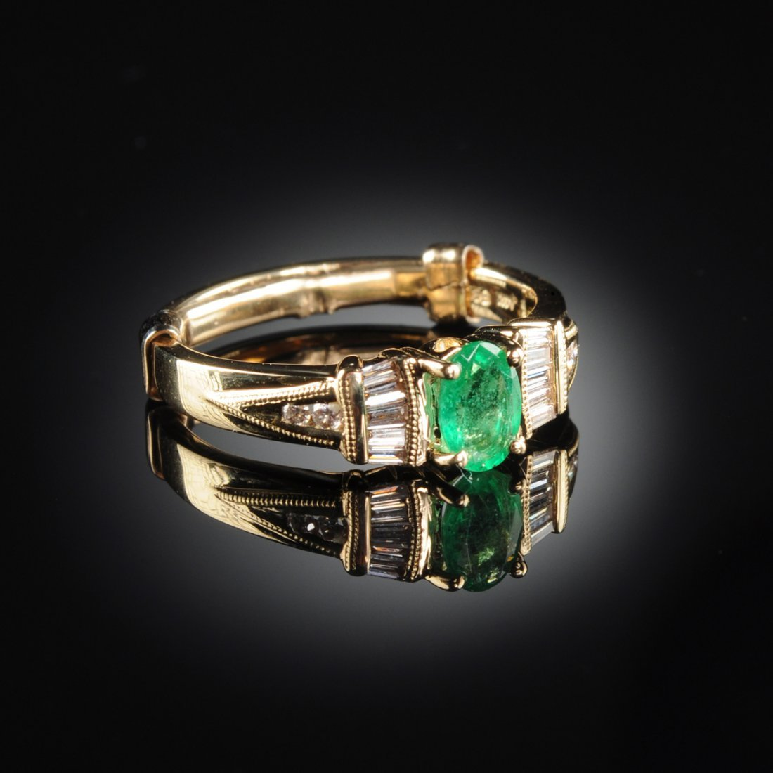 A 14K YELLOW GOLD, EMERALD, AND DIAMOND LADY'S RING,