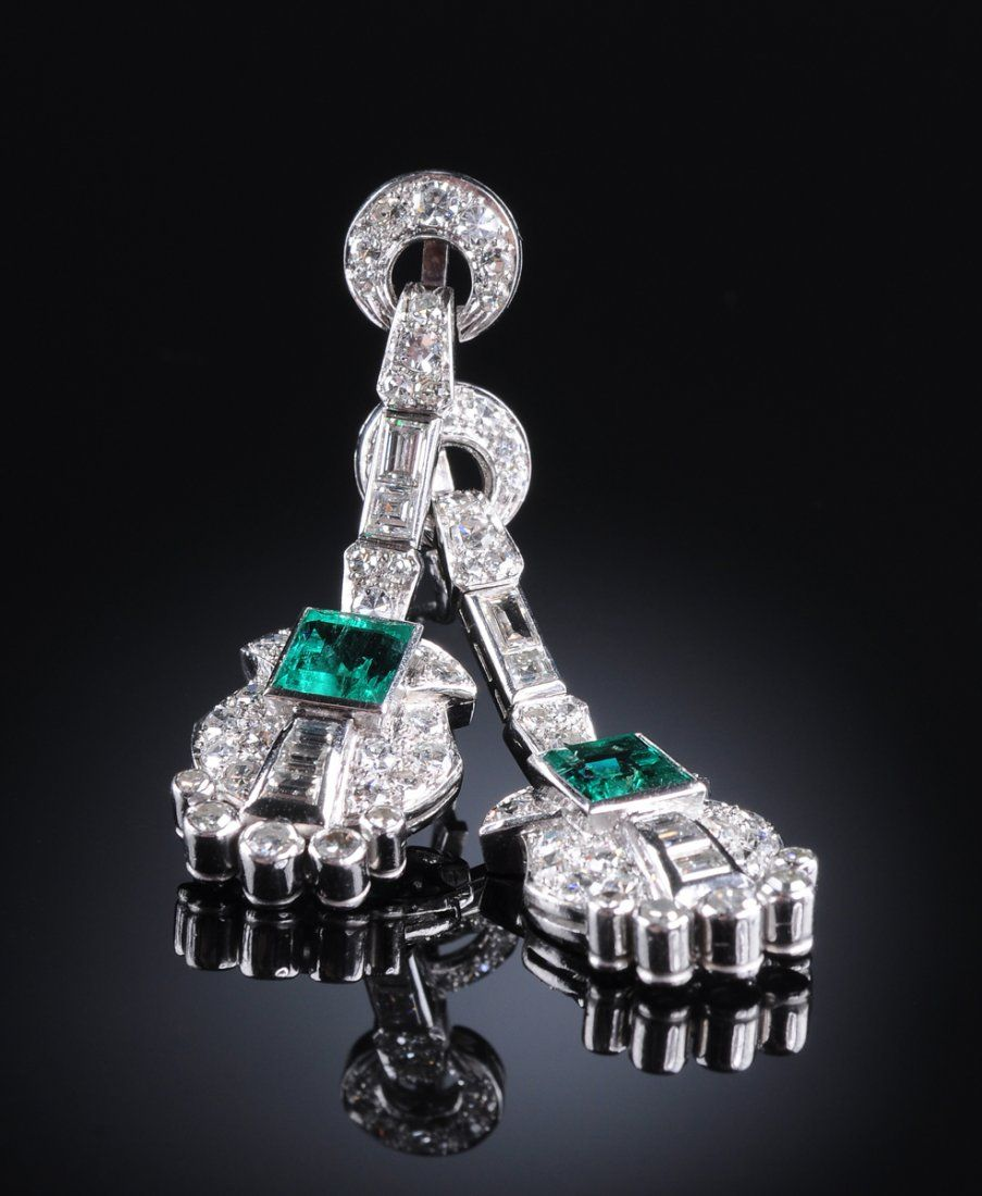 A PAIR OF 18K WHITE GOLD, EMERALD AND DIAMOND LADY'S