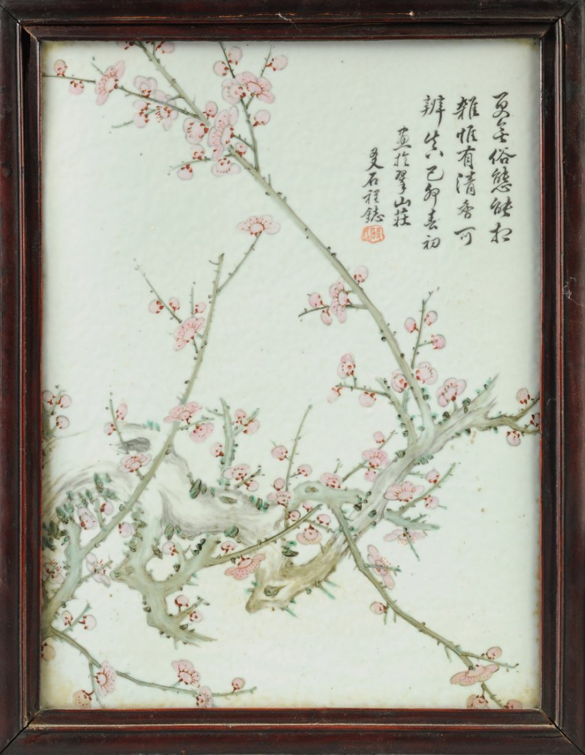 A VINTAGE CHINESE FAMILLE ROSE PORCELAIN PLAQUE MOUNTED - 2