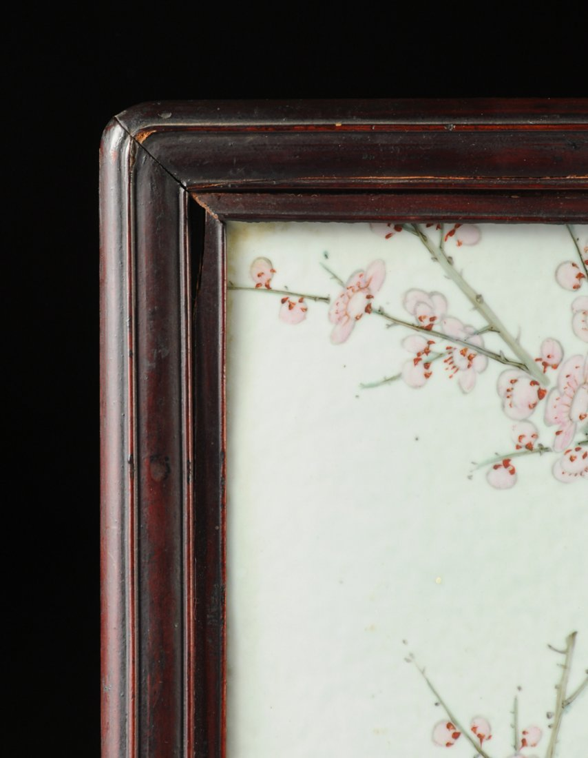 A VINTAGE CHINESE FAMILLE ROSE PORCELAIN PLAQUE MOUNTED - 6