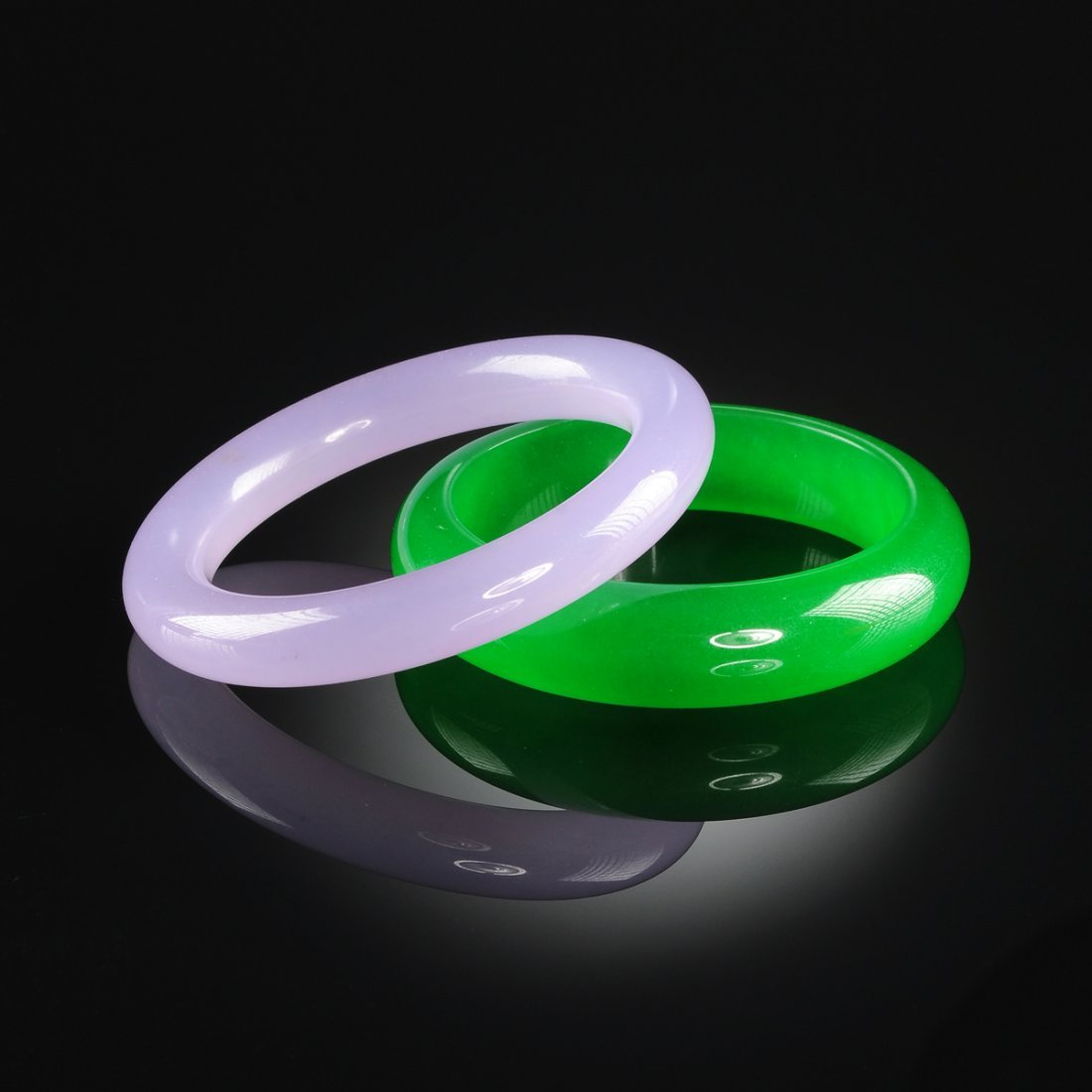 TWO CHINESE APPLE GREEN JADE AND LAVENDER JADE BANGLE