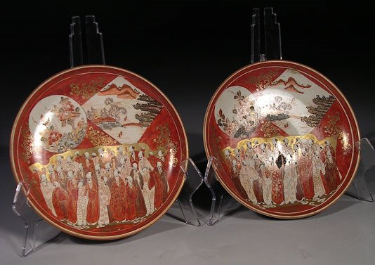 5: A pair of antique Kutani plates, each decorated with