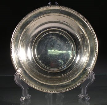 22: A sterling silver fruit bowl by Alvin, with gadroon