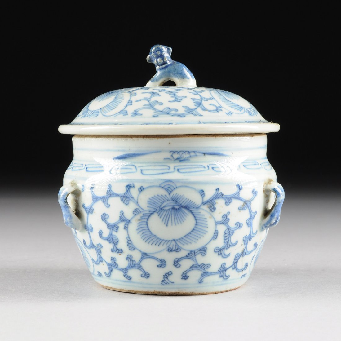 A DIMINUTIVE CHINESE BLUE AND WHITE PORCELAIN LIDDED