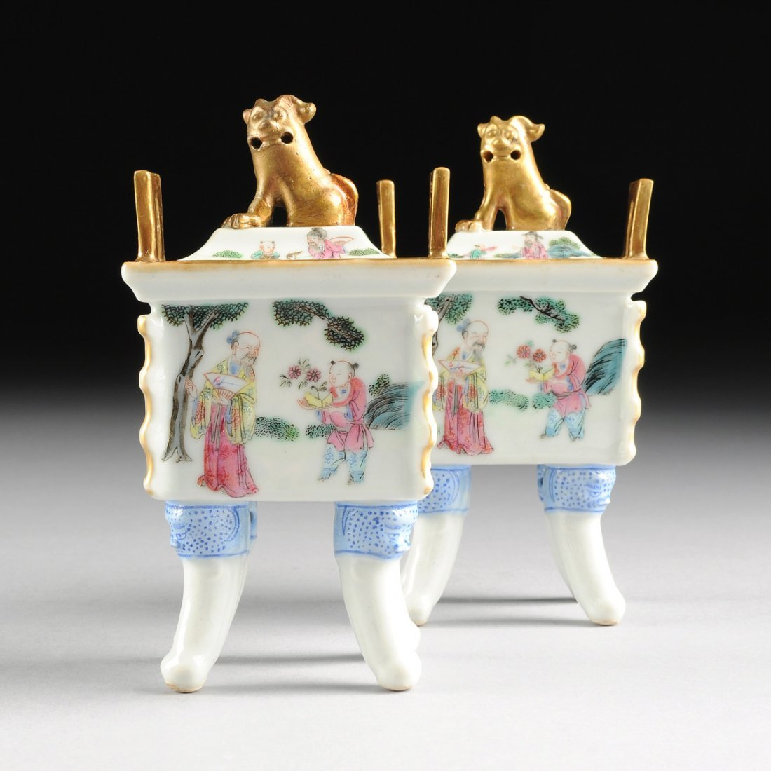 A PAIR OF MINIATURE CHINESE FAMILLE ROSE LIDDED