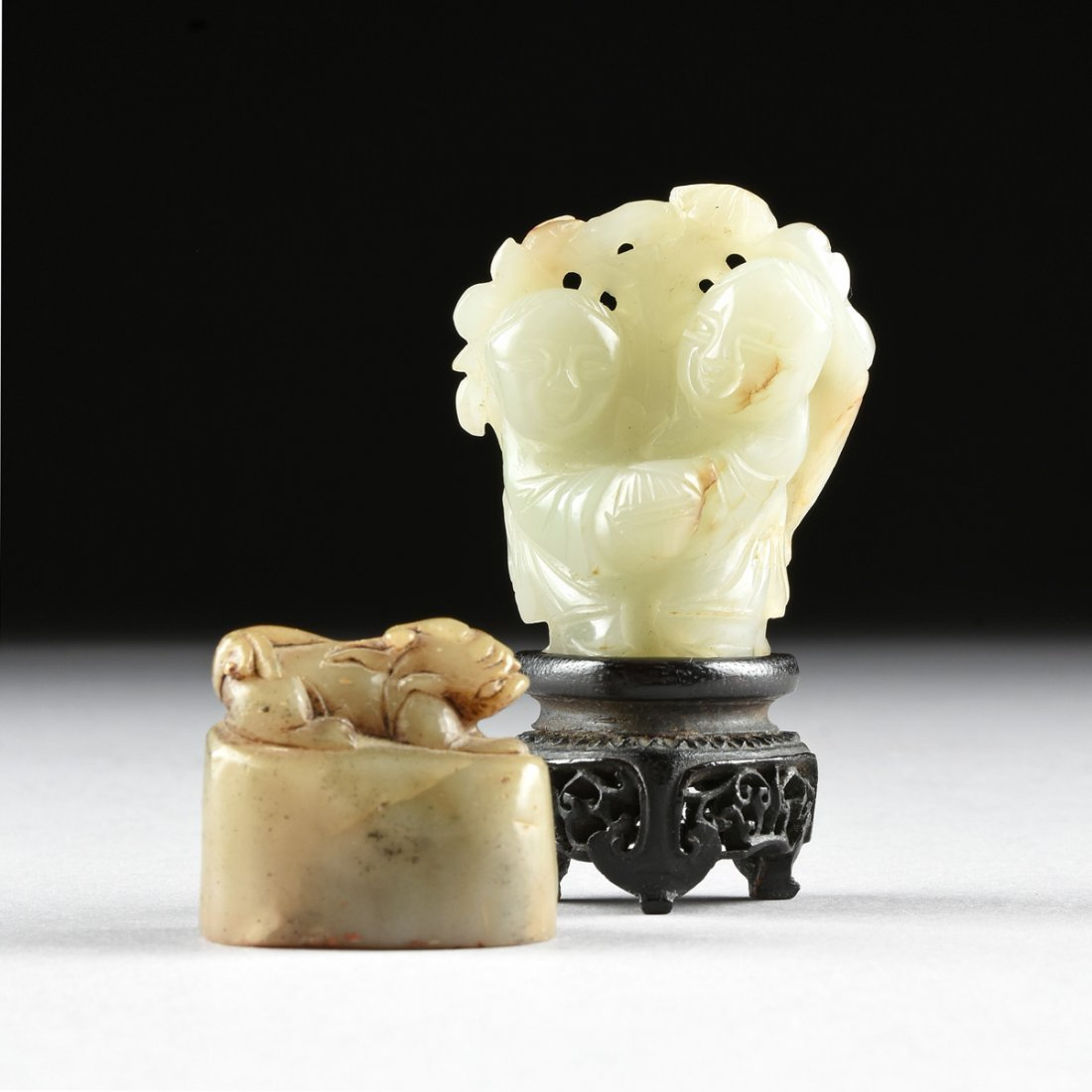 A GROUP OF TWO CHINESE SMALL JADE CARVINGS, 20TH