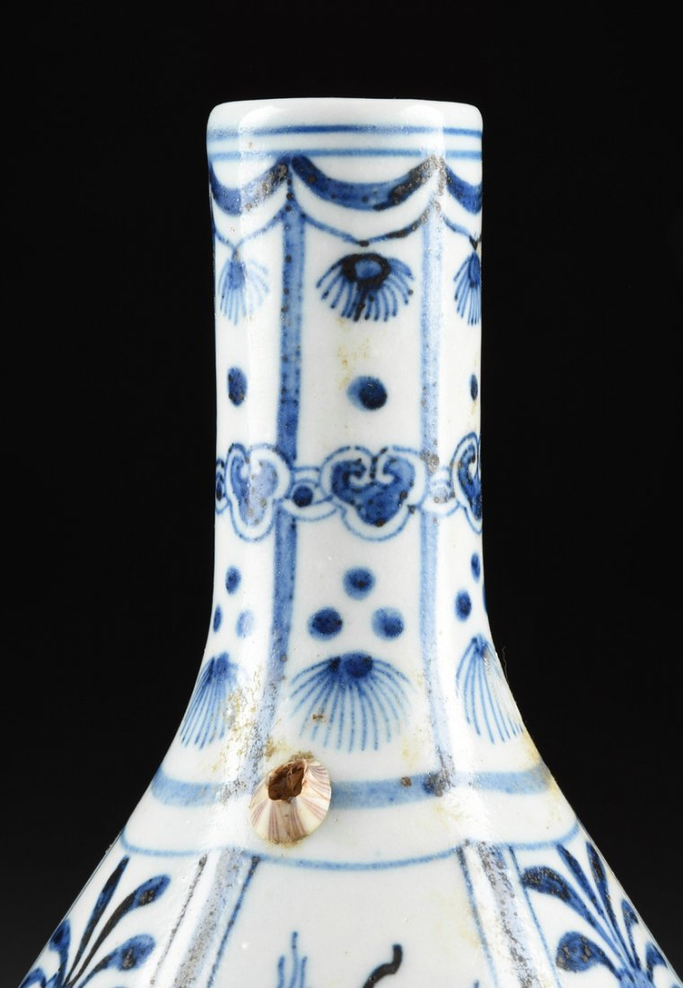 A CHINESE BLUE AND WHITE PORCELAIN PEAR FORM BOTTLE - 2