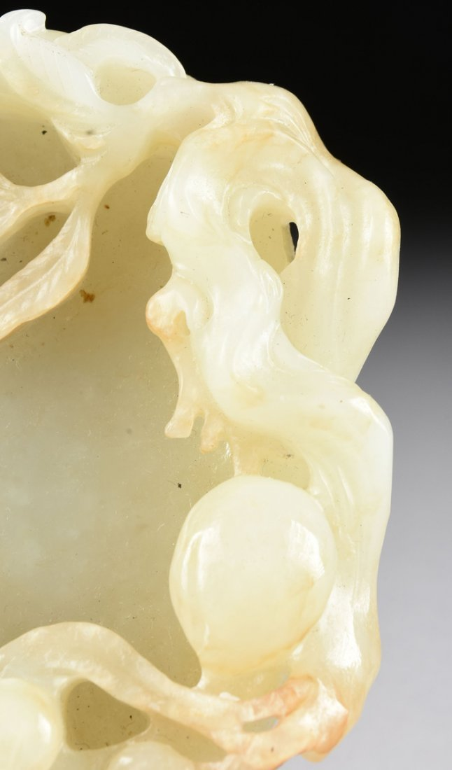 AN ANTIQUE CHINESE CARVED PALE CELADON JADE BRUSH - 2