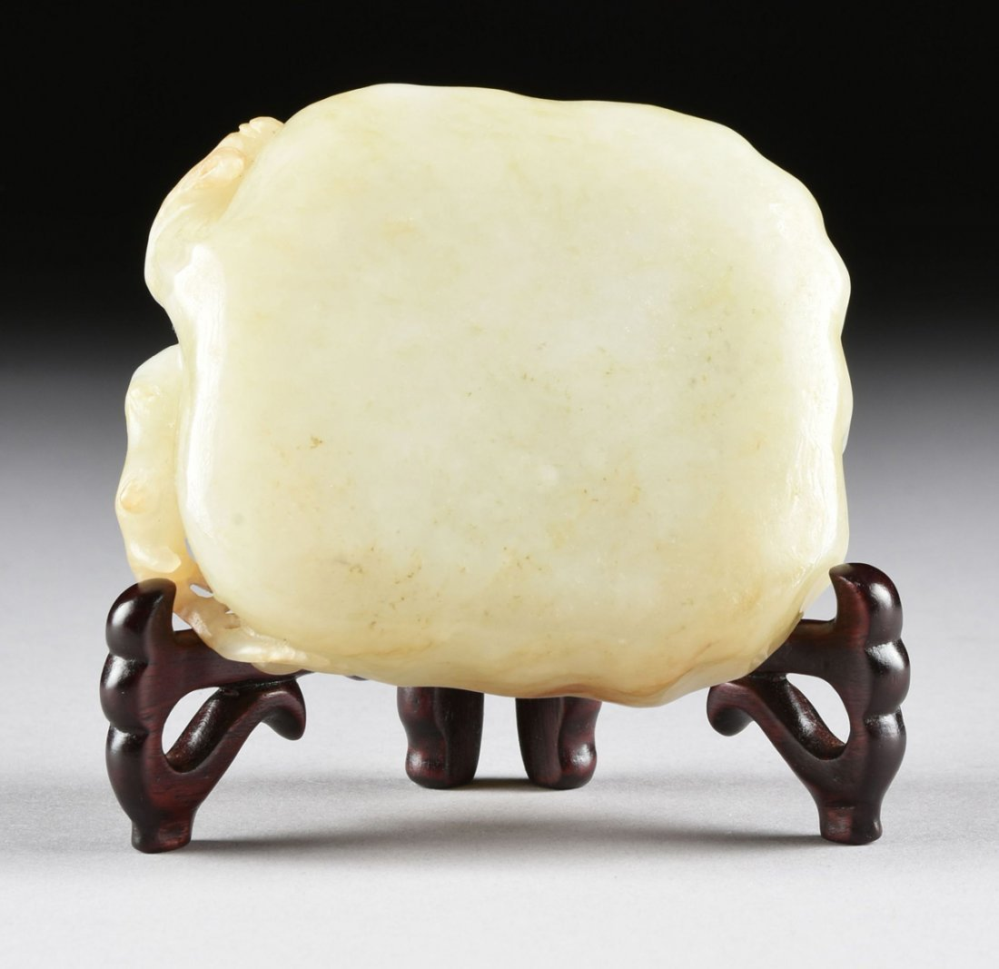 AN ANTIQUE CHINESE CARVED PALE CELADON JADE BRUSH - 5