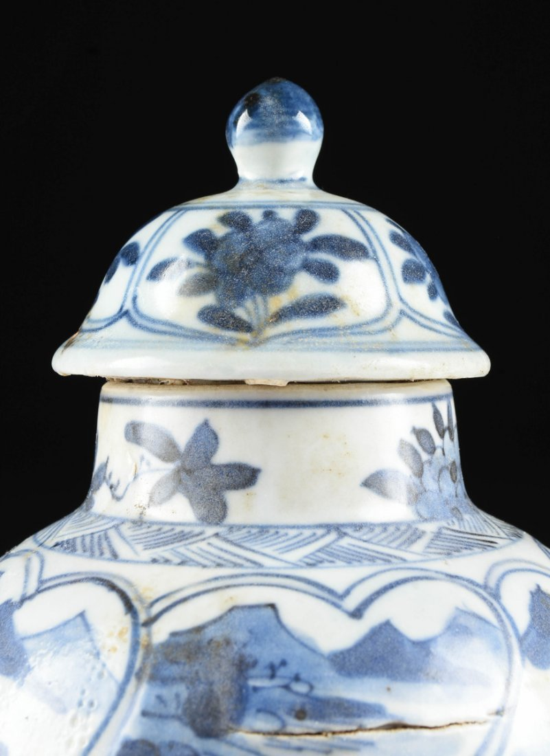 A CHINESE EXPORT BLUE AND WHITE LIDDED PORCELAIN VASE, - 2