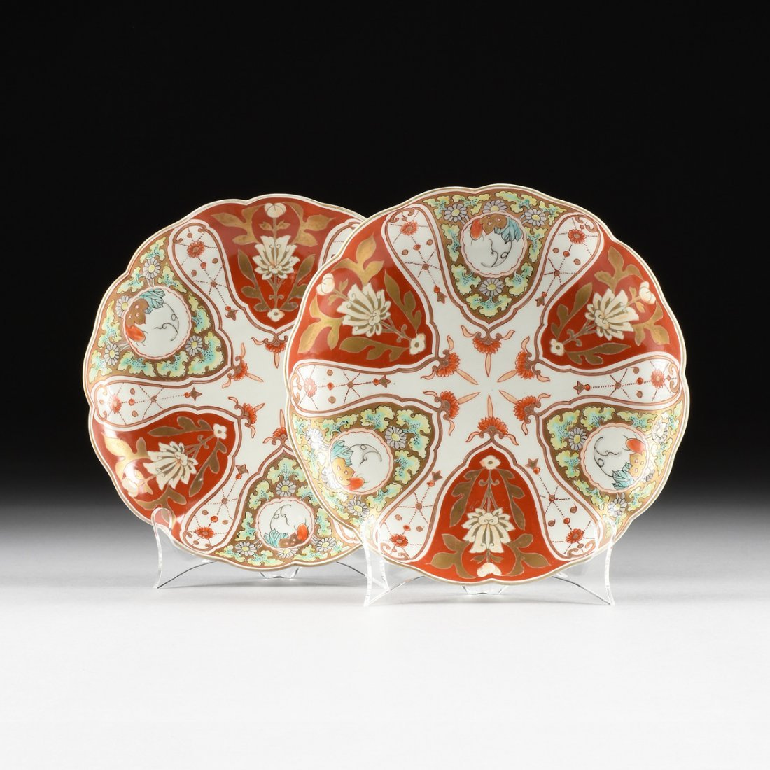 A PAIR OF IMARI PORCELAIN PETAL RIMMED DISHES, SIGNED,