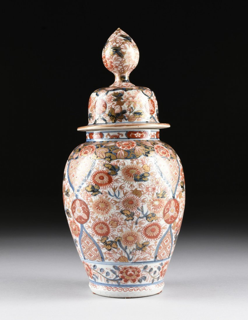 A MATCHED PAIR OF CHINESE IMARI PORCELAIN LIDDED JARS, - 2
