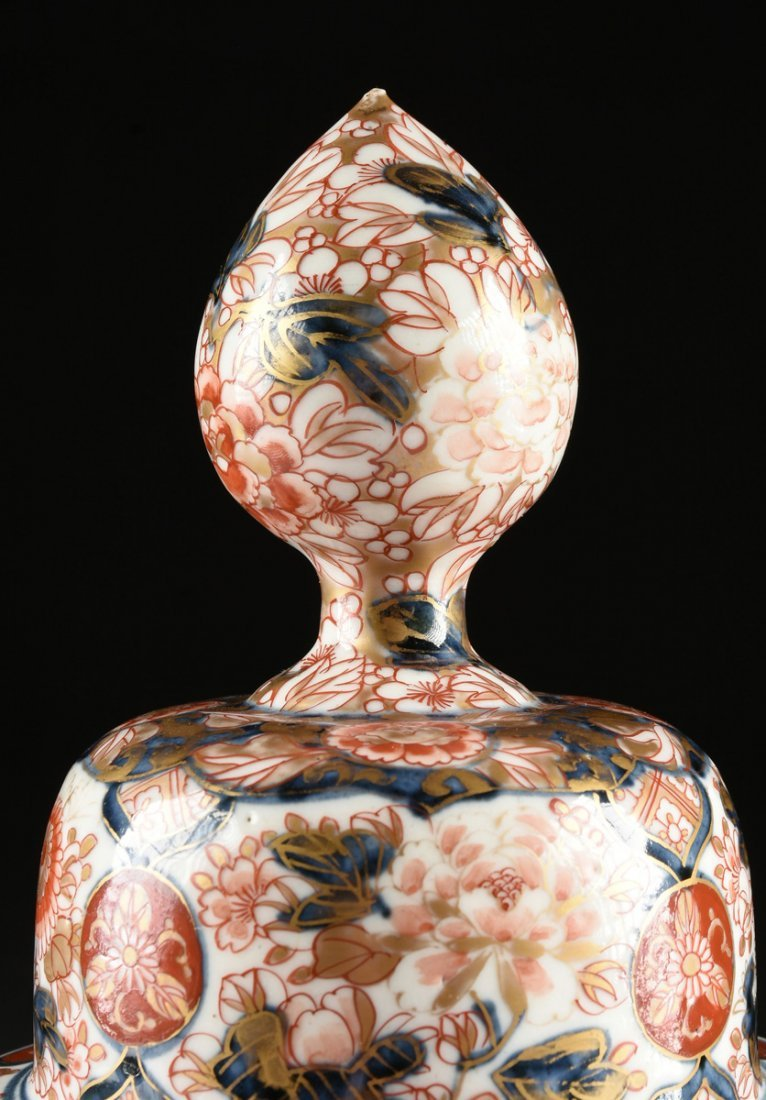 A MATCHED PAIR OF CHINESE IMARI PORCELAIN LIDDED JARS, - 3