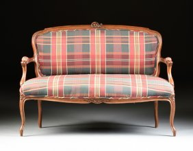 A LOUIS XV STYLE CARVED WALNUT SETTEE, LATE 19TH/EARLY