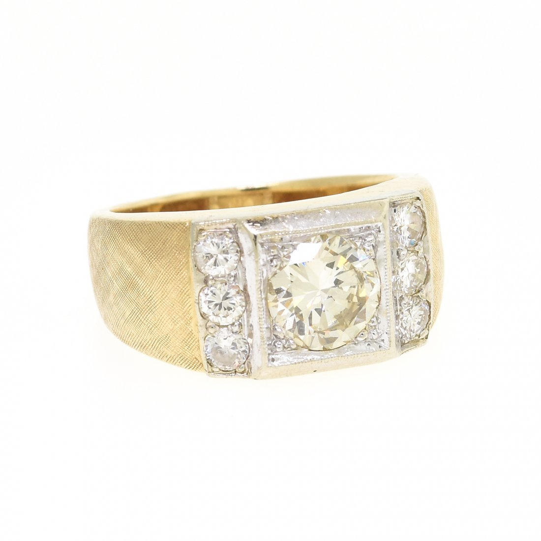 A 14K YELLOW GOLD AND DIAMOND GENT'S RING,