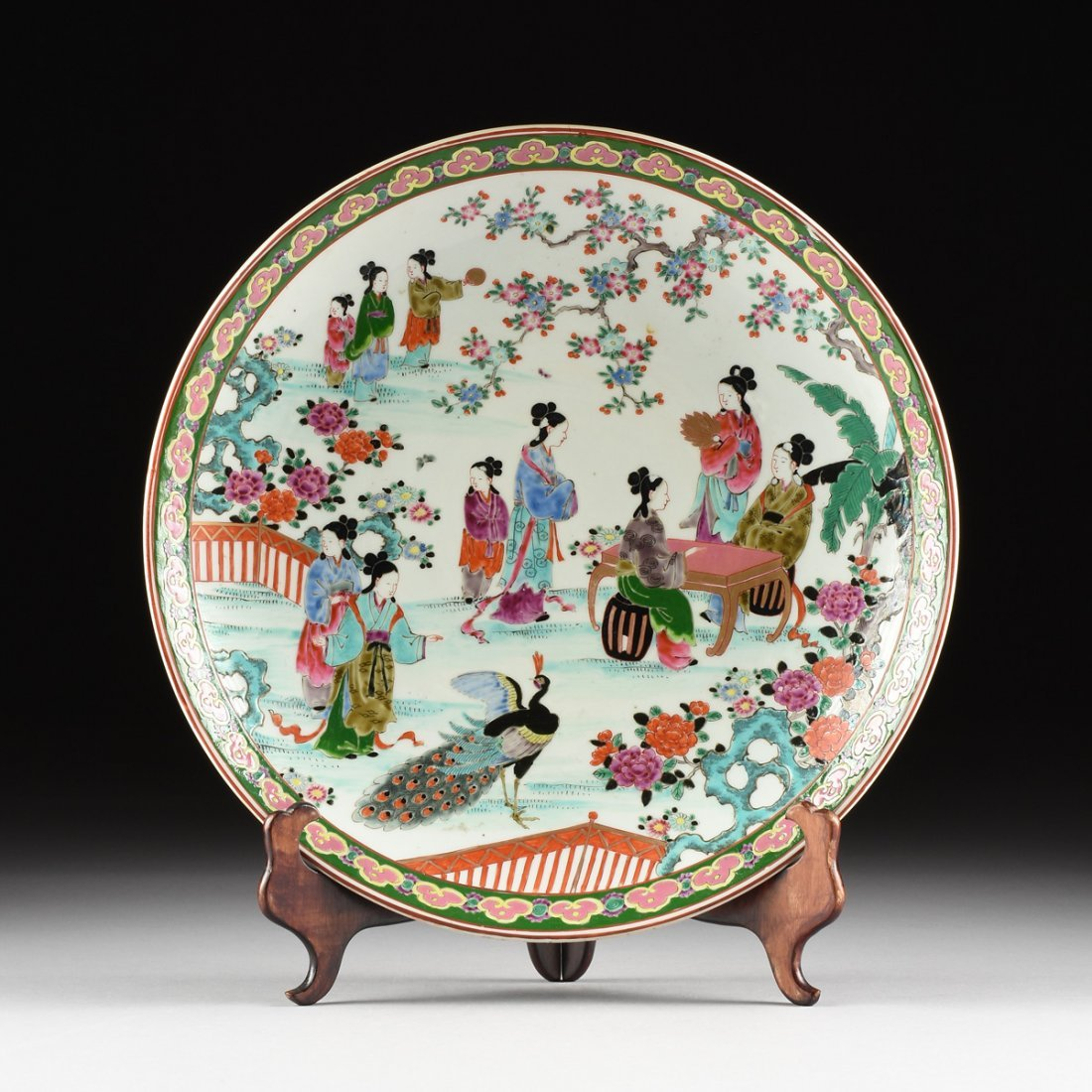 A LARGE JAPANESE POLYCHROME ENAMELED PORCELAIN CHARGER,