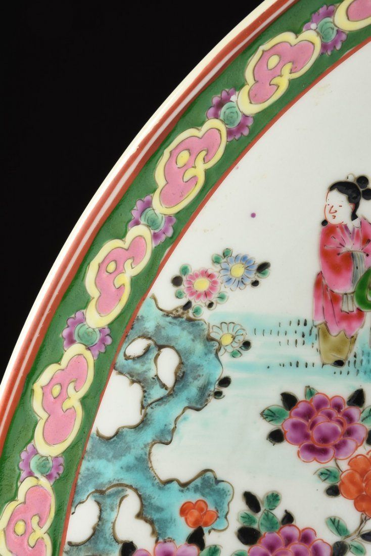 A LARGE JAPANESE POLYCHROME ENAMELED PORCELAIN CHARGER, - 7