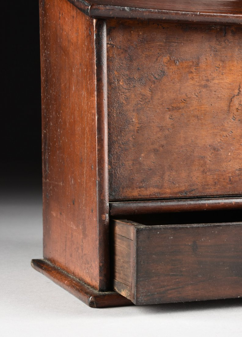 AN ANTIQUE AMERICAN CARVED WOOD AND BURL MAPLE VENEERED - 3