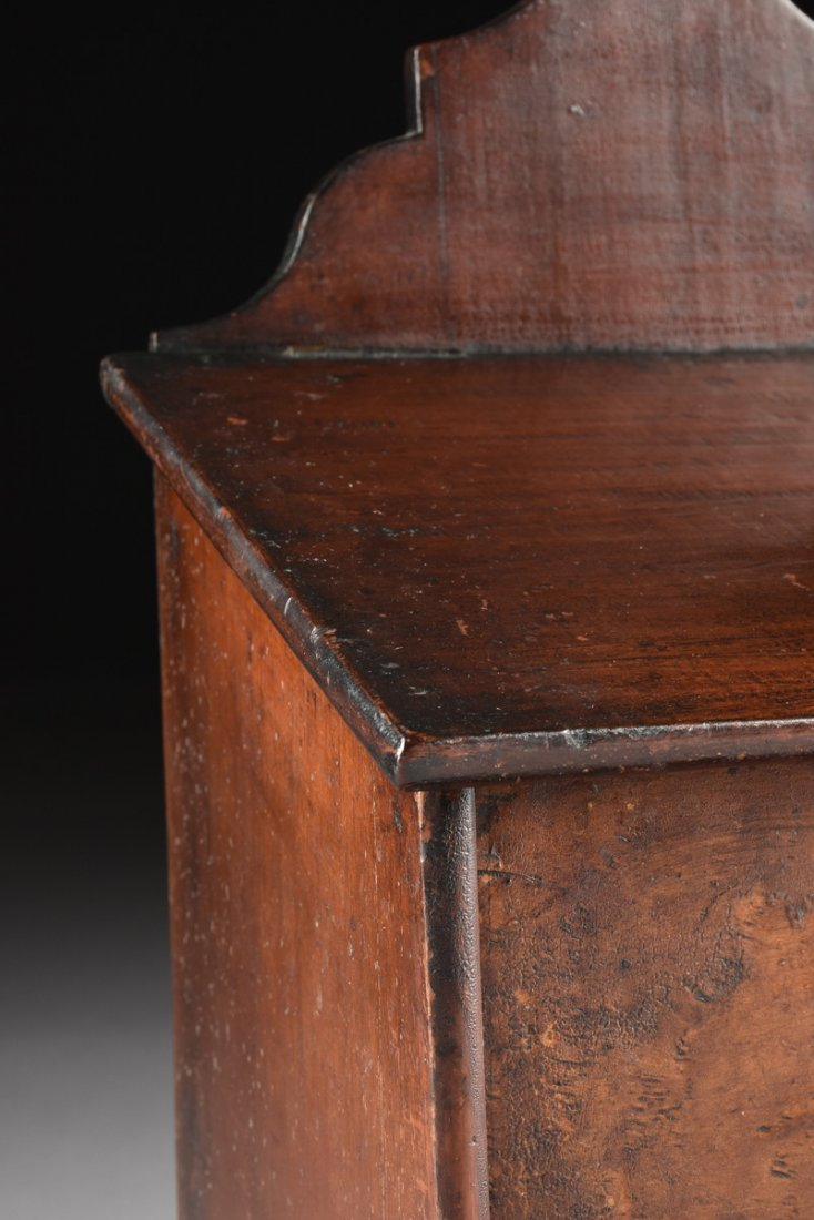 AN ANTIQUE AMERICAN CARVED WOOD AND BURL MAPLE VENEERED - 4
