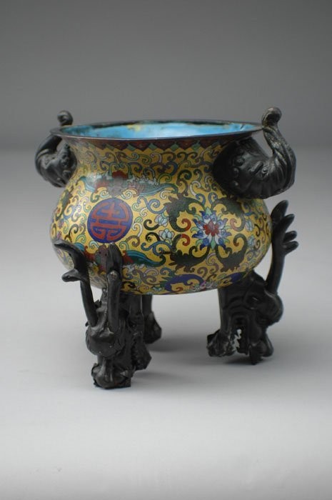 11: AN ANTIQUE CHINESE CLOISONNÉ  vessel of globular fo