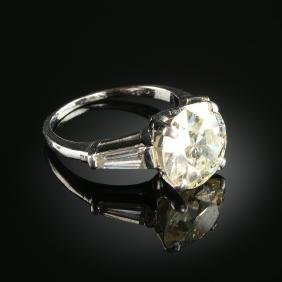 An 18k White Gold And 4.50 Ct Lady's Engagement Ring,