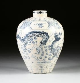 A LARGE KOREAN BLUE AND WHITE DRAGON VASE, 18TH/19TH