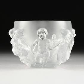 "A LARGE LALIQUE FROSTED CRYSTAL VASE, ""LUXEMBOURG"""