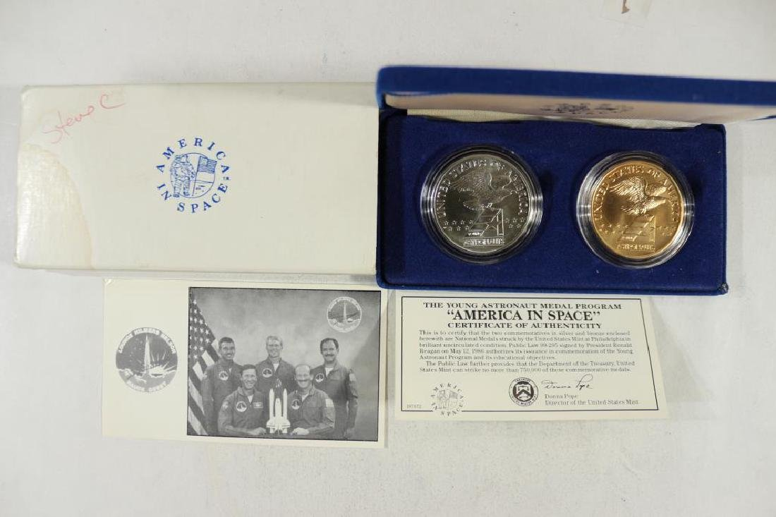 2 PIECE SPACE COMMEMORATIVE MEDAL SET ASTRONAUT - 2