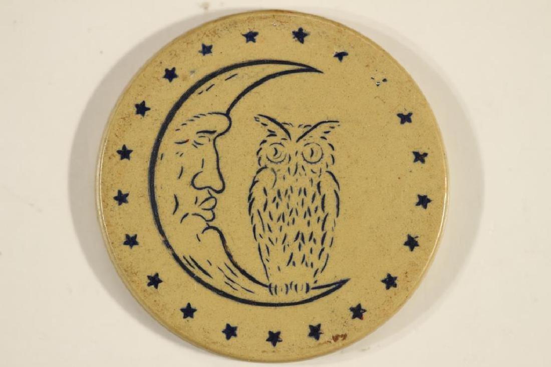 VINTAGE POKER CHIP BEIGE & BLUE ENGRAVED OWL