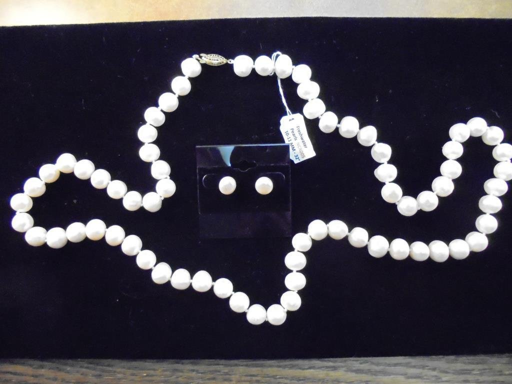 FRESH WATER PEARL NECKLACE & EARRING SET
