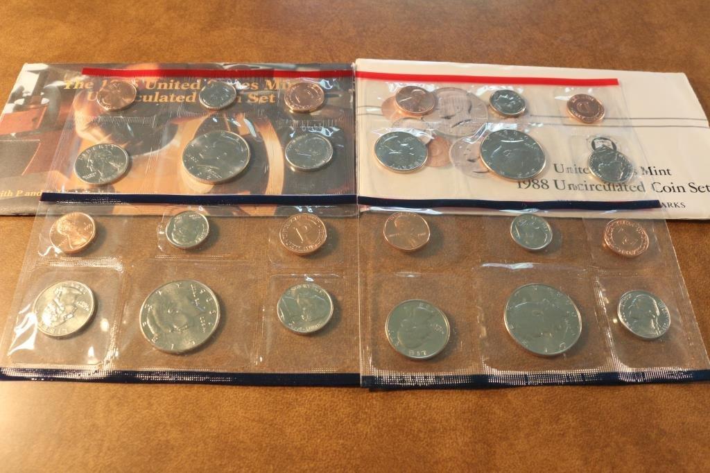 1988 & 1995 US MINT SETS P/D (WITH ENVELOPES)